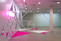 Mirrors, woodwork, neon, acrylic, textile. 285 x 650 x 325 cm